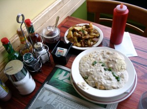 "A traditional American breakfast: biscuits and gravy. Mmmmmm... (Sidenote: In Cuba, the culinary academy's main courses were ""Comida Criolla (Traditional Cuban cuisine)"" and... ""Desayuno Americano (American breakfast)"""